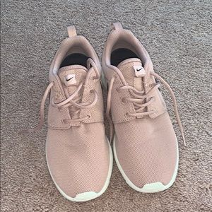 Nike Shoes - Nike 6 women's dusty rose pink roshe sneakers
